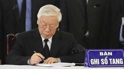 Viếng Chủ tịch nước: Tổng Bí thư xúc động ghi sổ tang