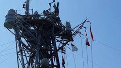 Tàu Hải quân Hoàng gia Canada treo cờ rủ khi đến Đà Nẵng
