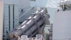 Vũ khí tối tân trên chiến hạm hải quân Canada vừa tới Đà Nẵng