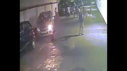 Bé trai bị xe ô tô cán qua, đứng dậy chạy đá bóng như thường