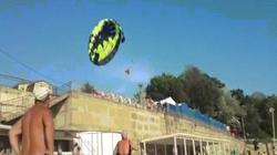 Nga: Chơi dù lượn gần bờ biển, gặp họa vì dây điện