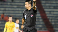 """Vì sao trọng tài """"bẻ còi"""" trận Nam Định FC vs HAGL?"""