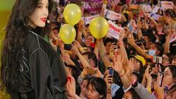 """Fan Việt đội nắng đội mưa gặp """"mỹ nhân Hàn bị mắng ở chợ Bến Thành"""""""