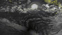 Cực hiếm: Quay được khoảnh khắc bão lớn và nhật thực xuất hiện cùng lúc
