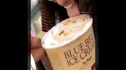 Cô gái có thể bị phạt 20 năm tù và 10.000 USD vì liếm kem trong siêu thị