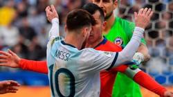 Argentina đánh bại Chile trong ngày Messi bị thẻ đỏ trực tiếp