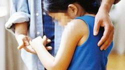 Bế bé gái 6 tuổi ra vườn để dâm ô, nghi phạm bị người dân khống chế