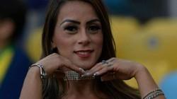 Nữ CĐV Brazil táo bạo không mặc gì đi cổ vũ đội nhà