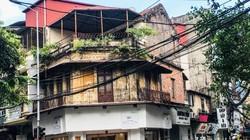 """Clip: Cận cảnh những ngôi nhà """"chờ sập"""" ở phố cổ Hà Nội"""