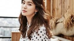 """Thương con gái bị """"gạch đá"""" sau ly hôn, bố Song Hye Kyo có phát ngôn khiến khán giả bật khóc"""