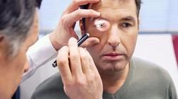 Người đàn ông đối diện cảnh mù lòa chỉ vì thói quen tưởng chừng rất vô hại