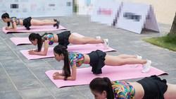 Người đẹp Miss World Việt Nam mặc short khi plank, chống đẩy