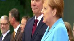 Nhìn môi biết Thủ tướng Đức lẩm nhẩm điều gì khi run bần bật cạnh Thủ tướng Phần Lan