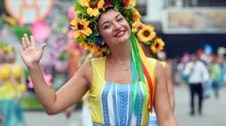 Ảnh: Lễ hội đường phố nhiều màu sắc trên phố đi bộ hồ Gươm