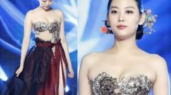 Váy áo truyền thống 'hở như bikini' trong phim 19+ bị chỉ trích gay gắt