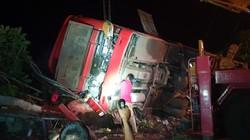 Xe khách gặp tai nạn kinh hoàng, hơn chục người thương vong