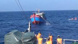 Vụ 6 ngư dân tàu cá gặp nạn: Niềm vui vỡ oà sau nửa tháng lênh đênh trên biển