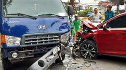 Tông trực diện xe bồn, Lexus nát đầu