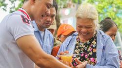 Ảnh, clip: Những nồi cháo đem đến nụ cười cho bệnh nhân ung thư