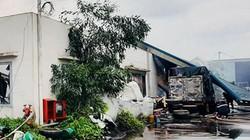 Hàng ngàn m2 nhà xưởng đổ sập vì cháy lớn