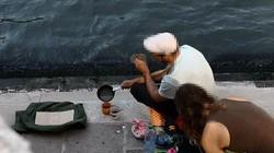 Bật bếp pha cafe dưới chân cầu nổi tiếng, du khách bị phạt 25 triệu đồng