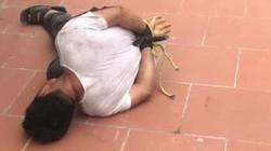 NÓNG: Người dân khống chế, bắt trói nghi phạm vào nhà sàm sỡ bé gái