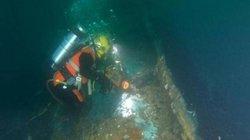 Cận cảnh thợ lặn hút 1,7 triệu lít dầu trong xác tàu đắm từ thời Thế chiến 2