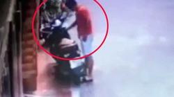 VIDEO: Thanh niên bảnh bao bẻ khóa cuỗm xe máy nhanh như chớp