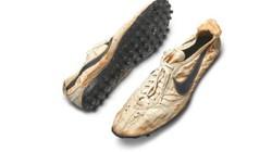 Giày cũ nát như đồ bỏ đi, đại gia chi 10 tỷ mua về