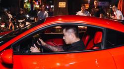 Tuấn Hưng gây náo loạn đường phố Sài thành khi lái Ferrari 16 tỷ đi hát ở bar