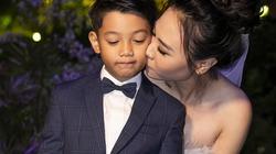 Đàm Thu Trang ôm hôn bé Subeo trong ngày cưới Cường Đô La