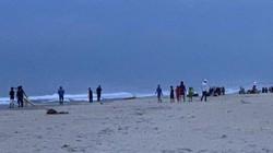 Đà Nẵng: Tìm kiếm 2 em học sinh bị sóng biển cuốn mất tích