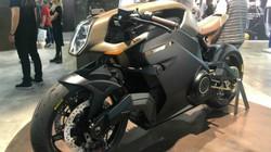 Siêu môtô điện 2020 Arc Vector sắp lăn bánh, gây chấn động làng xe