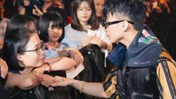 Phản ứng của Sơn Tùng khi được fan 16 tuổi cầu hôn
