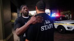 Cặp đôi thoát hiểm vụ xả súng kinh hoàng ở quán bar Mỹ nhờ quyết định bất ngờ