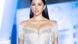 Nhiều người đẹp chọn váy trễ nải gây chú ý ở chung kết Miss World Việt Nam
