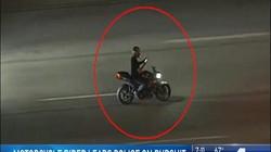 """Bị truy đuổi, """"quái xế"""" vừa phóng gần 200 km/h, vừa nhắn tin điện thoại"""