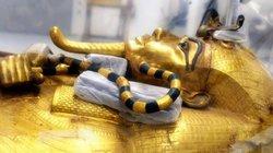Quan tài mạ vàng của hoàng đế Ai Cập Tutankhamun lần đầu tiên rời lăng mộ 3.300 năm