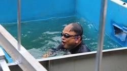 Clip: Xem chuyên gia Nhật Bản bơi lội, rửa mặt trên sông Tô Lịch