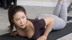 Cô giáo Yoga gợi cảm khiến học viên chỉ chăm chú nhìn vào một thứ