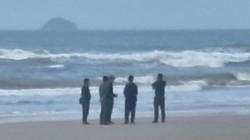 Vụ khách du lịch chết đuối ở biển Bình Thuận: Nỗ lực tìm 2 người mất tích