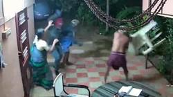 Phút sinh tử của hai cụ già chống lại nhóm cướp có vũ khí
