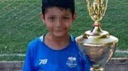 Trúng đạn lạc, cầu thủ nhí Argentina gục ngã ngay trước trận đấu