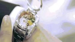 Đồng hồ độc nhất quả đất chứa... thức ăn bên trong