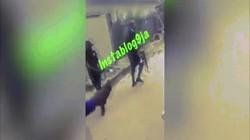 Video cảnh sát Nigeria cầm súng trường AK bắn chết hai kẻ cướp bị còng tay