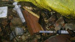 Ảnh-clip: Hồ ở Hà Nội thành tụ điểm xả rác, tiêm chích ma túy