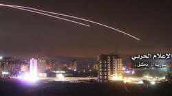 "Israel dội bom dữ dội gần thủ đô Syria, ""dằn mặt"" Iran"