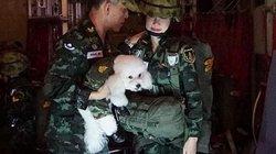 Vua Thái Lan mặc quân phục, xuất hiện bên cạnh Hoàng quý phi