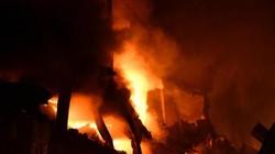 Cháy kinh hoàng 4 tiếng đồng hồ tại nhà máy phích nước Rạng Đông