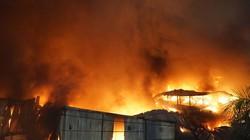 Nửa đêm vẫn chưa dập được cháy lớn ở Công ty bóng đèn Rạng Đông